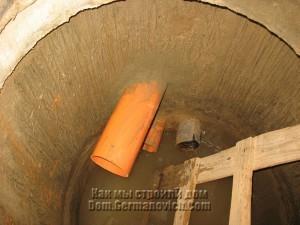 В коллекторном колодце появилась еще одна труба
