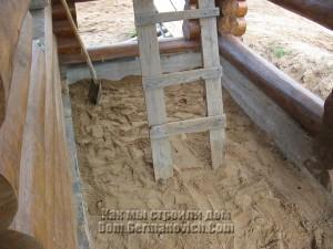 Песок на террасе разравнивался и утрамбовывался