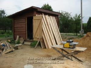 Деревообрабатывающий станок и обработанные доски