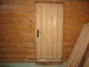 Вид на дверь из дома