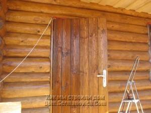 Красим входную дверь