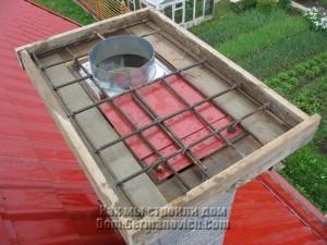 Опалубка и арматура покровной плиты дымохода