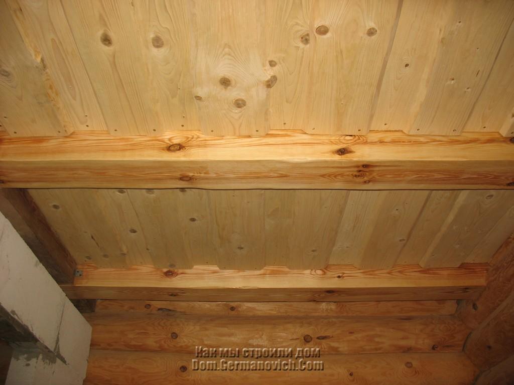 Потолок в доме из досок