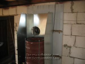Задняя стенка конвектора с прорезью для дымохода