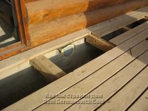 Решетка забора воздуха под полом террасы