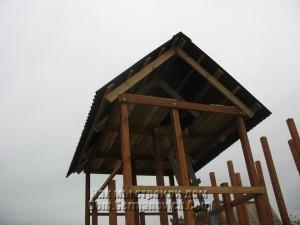 Крыша над домиком в детском городке