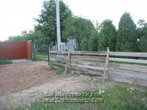 Доделали временный забор со стороны дороги