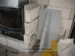 Первый ряд блоков облицовки спрячестся в полу