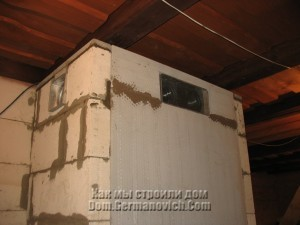 Еще два воздуховода в передней стенке камина