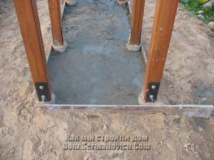 Первый слой стяжки под дровником