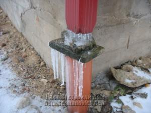 Сосульки тоже обрасли морозными иглами
