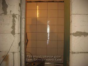 Первая стена с уложенной своими руками керамической плиткой